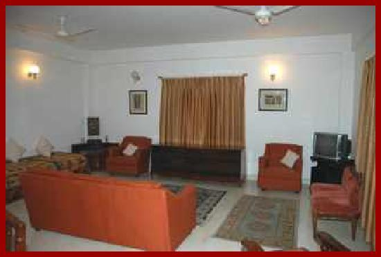 Mathyoo Residential Suites: nice sitting room