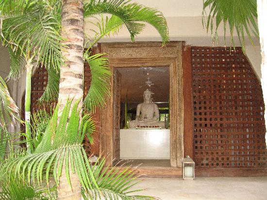 Hotel Jashita: Lovely entrance way