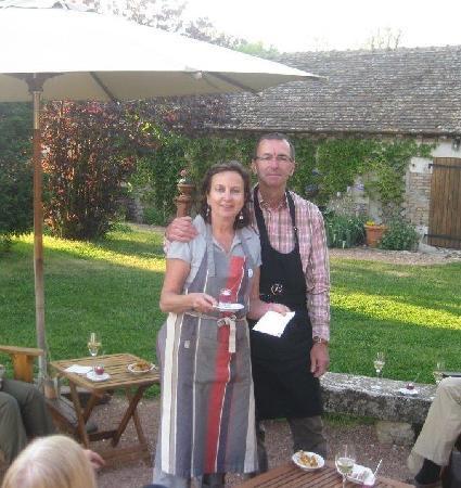 Le Petit Clos: Pre dinner drinks in the garden