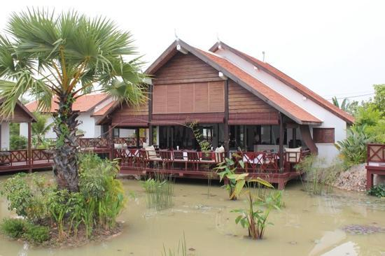 Suites and Sweet Resort Angkor: sweet and suites restaurant
