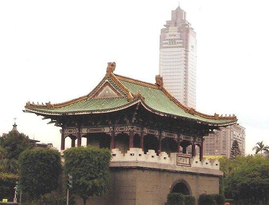 East Gate: 東門と台北101