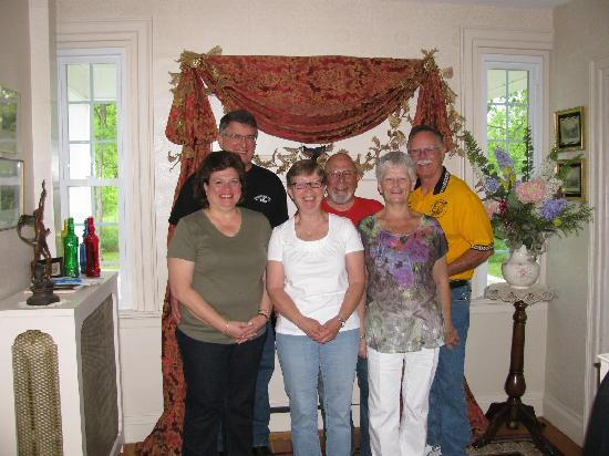 Applewood Manor Bed & Breakfast: We will be back !