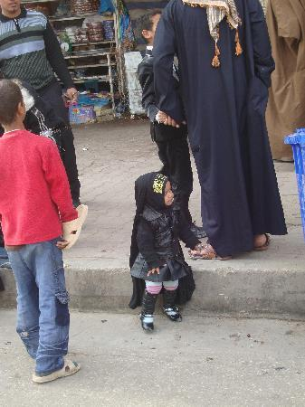 Iraq: Karbala, una bambina irachena