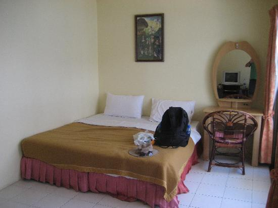 New Beach Hotel / Guest House: Large bedroom (1)