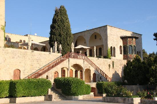 Mir Amin Palace Hotel: first courtyard seen from the pool terrace