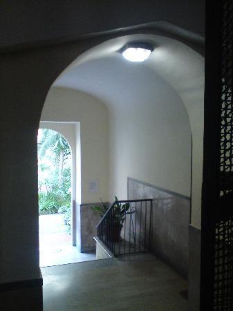 Kalikart Bed and Breakfast: hallway