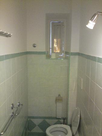 Kalikart Bed and Breakfast: Sparkling bathroom