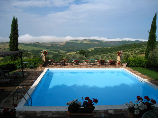 Agriturismo La Ghirlanda: views from the pool