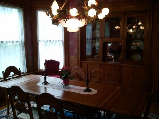 Lady Goodwood Bed and Breakfast: The Dining Room