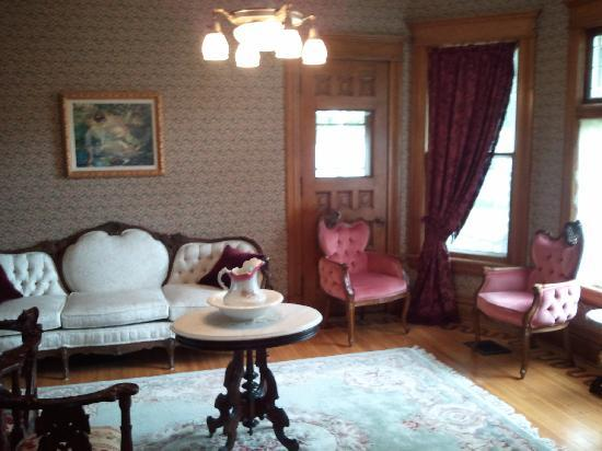Lady Goodwood Bed and Breakfast: The Living Room