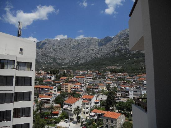 Hotel Meteor : Balkongutsikt mot bergen
