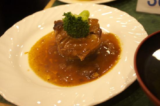Hotel Ra Kuun: 食事中に出てきた肉料理