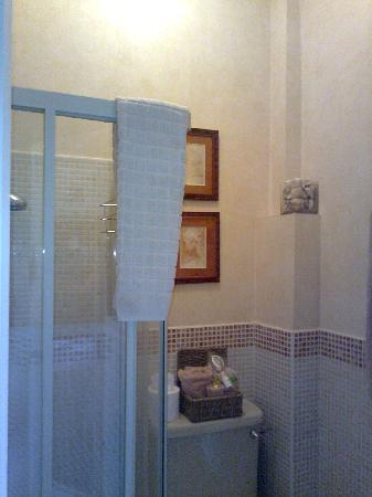 Colindale Guest House : The bathroom