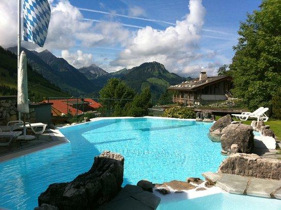 Oberjoch, Tyskland: Poollanschaft mit Aussicht