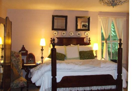 The Mast Farm Inn: Miss Allie Room