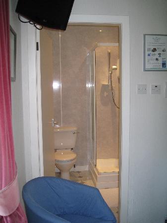 Lochan Cottage Guest House: Excellent en suite facilities