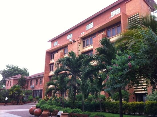 Coconut Grove Regency Hotel : main hotel block