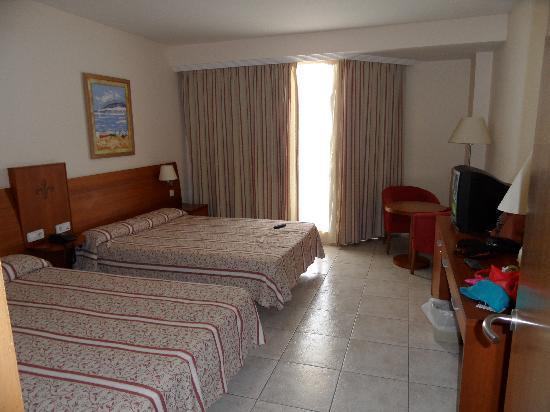 Hotel & Spa Peniscola Plaza Suites: habitaciones super amplias con 2 camas de 1,35