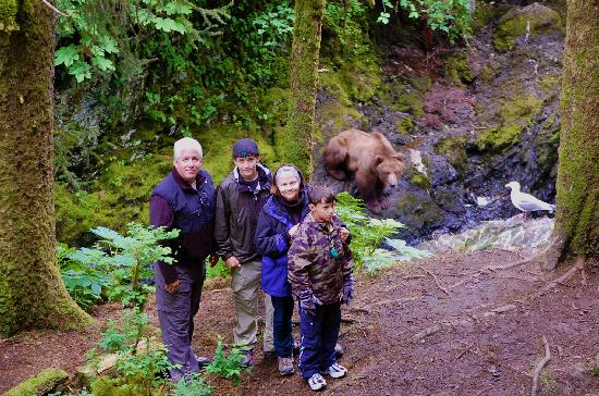 Afognak Wilderness Lodge: We watched Kodiak bears catching salmon.