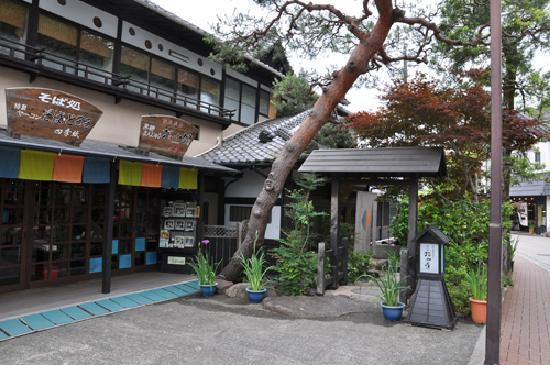 Hana Komichi: ホテルの玄関