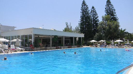 Ialyssos Bay Hotel Suneo Club: бар у бассейна