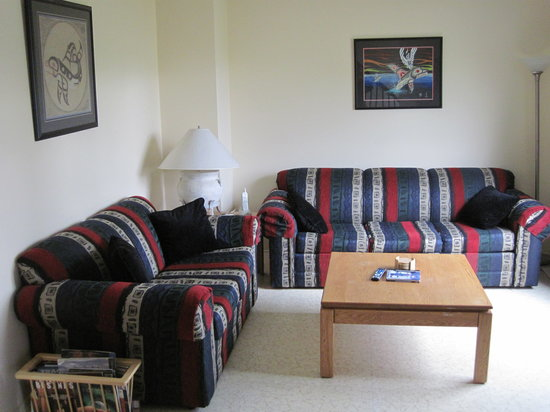 Chinook Lodge : Living Room, Eagles Townhouse