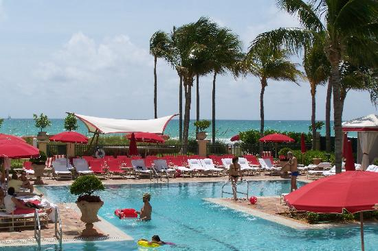 Acqualina Resort & Spa on the Beach: Family pool