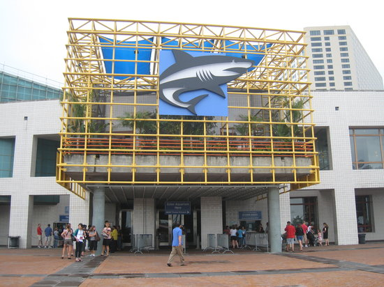 New Orleans, LA: Front entrance to aquarium - it faces the river