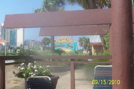 Paradise Bar and Grill : front of motel & bar entrance