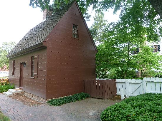 Colonial Houses-Colonial Williamsburg: The Isham Goddin shop