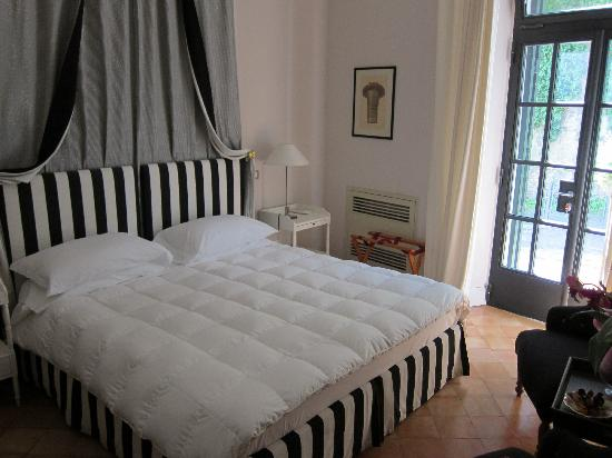 Hotel San Pancrazio: King size bed