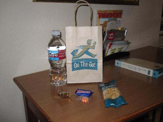 Staybridge Suites Portland Airport: Complimentary Snack Bag
