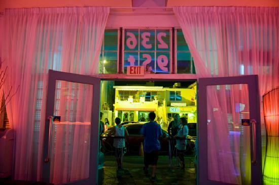 Miami Beach International Traveler's Hostel: inside the hostel, facing the street
