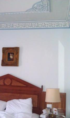 Golden Tulip Serenada Hotel Hamra: Beautiful ceiling of the room