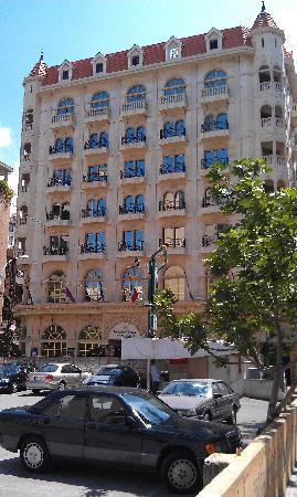 Golden Tulip Serenada Hotel Hamra: The hotel outside
