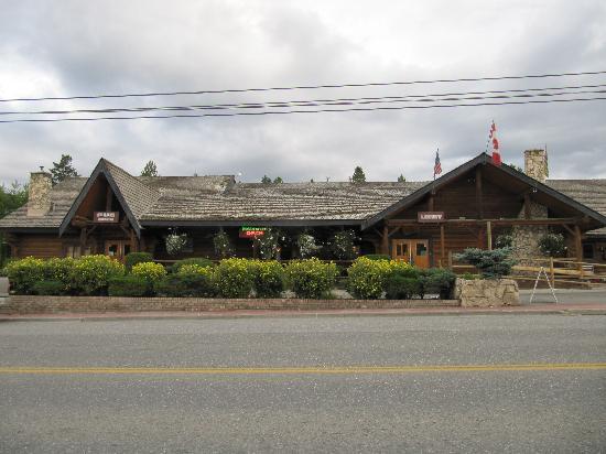 Cariboo Lodge Resort: front