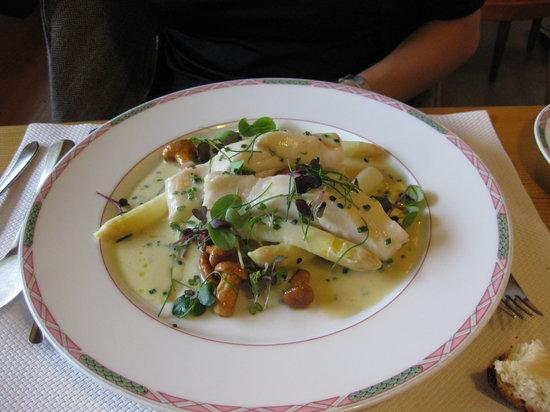 Burgdorf, Suiza: Fish plate Gaststube Emmenhof