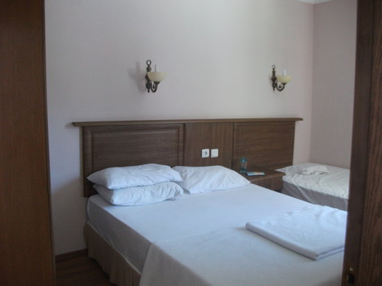 Romance Beach Hotel: spacious bedroom