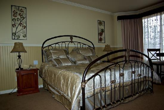 Auberge La Montagne Coupee: Guest room