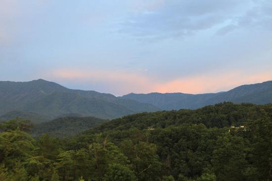 The Lodge at Buckberry Creek: View of Mt LeConte from lodge deck