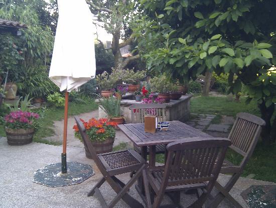 Costa Vella Hotel: el jardin para desayunar