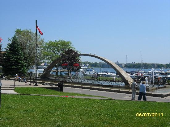 ‪‪Ontario's Thousand Islands‬, كندا: Kingston's Confederaton waterfront fountain‬