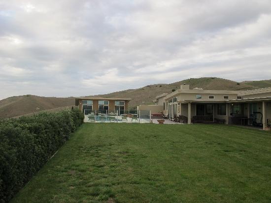 Mountain View Villa: Pool & Terrace