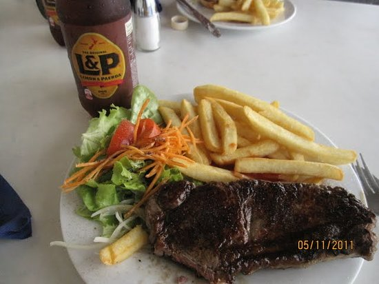 Hansen's Cafe: Delicious steak and fries for US$11