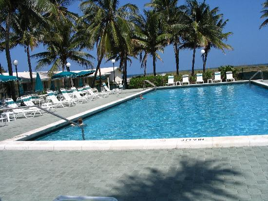 Silver Sands Beach Resort: Big, beautiful, clean pool