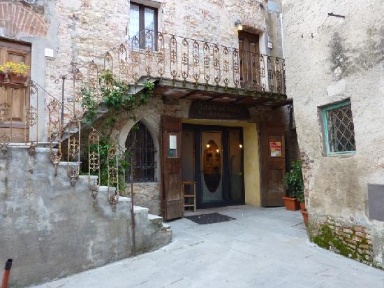La Locanda nel Cassero: the Locanda's entrance - check in at the restaurant