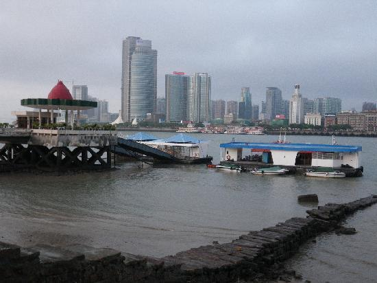 Flora Inn: ferry gulanyu
