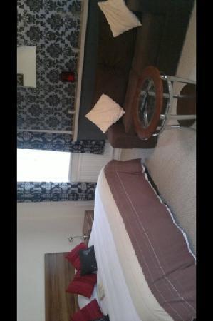 Red Mullions: room