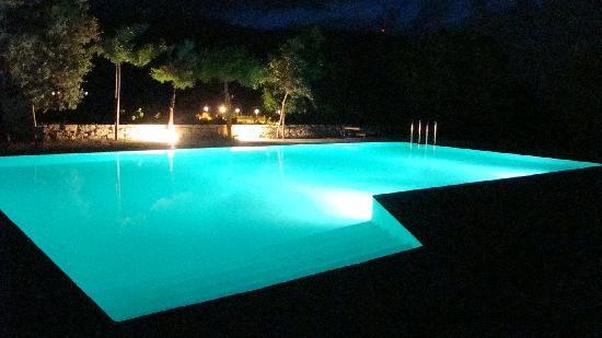 Eliathos Archanes Residence Houses: swimmingpool by night