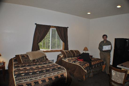Coram, MT: evergreen motel room